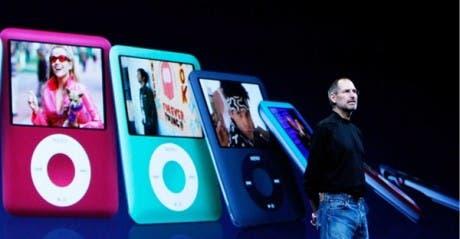 Steve Jobs presentando el iPod