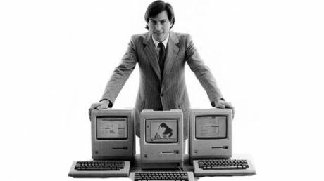 Steve Jobs con los primeros Apple