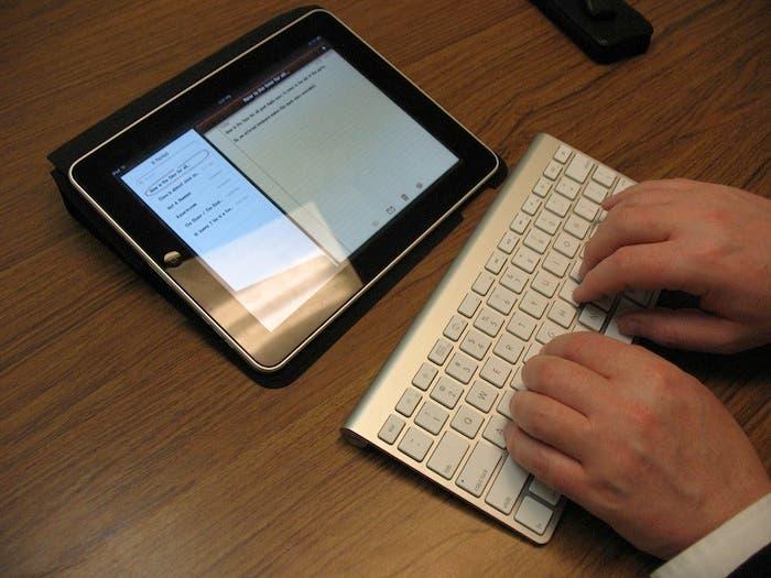 Escribiendo en un Apple Wireless Keyboard en un iPad