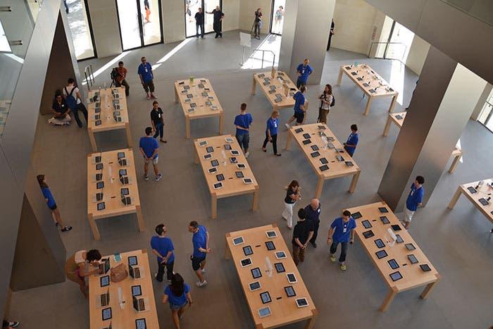 Planta baja de la Apple Store de Barcelona