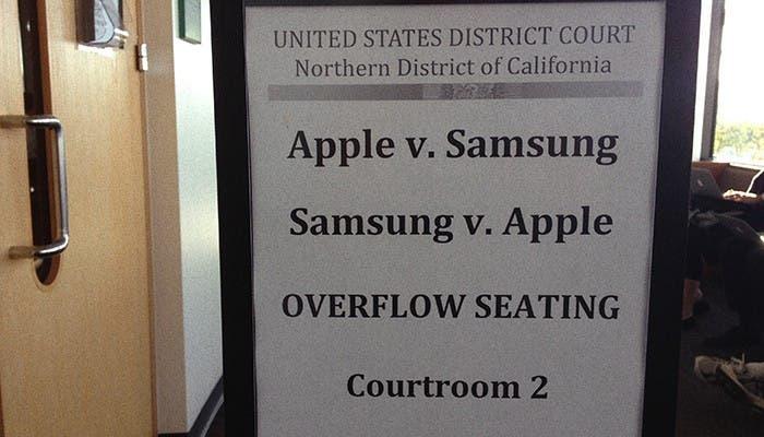 Cartel anunciando la sala donde se celebra el juicio de Apple contra Samsung