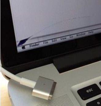 Grieta en la pantalla del nuevo MacBook Pro