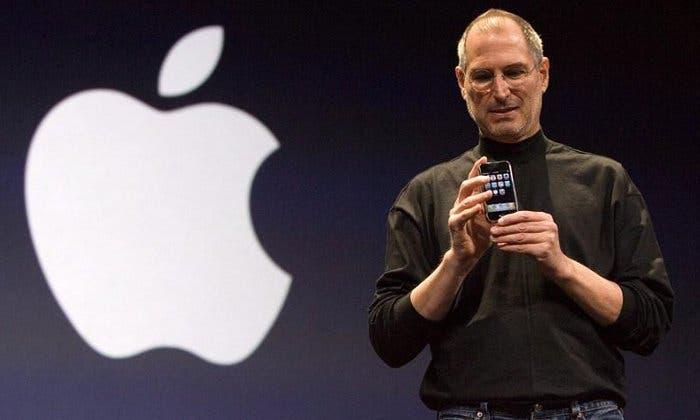 Steve Jobs durante la presentación del iPhone en 2007
