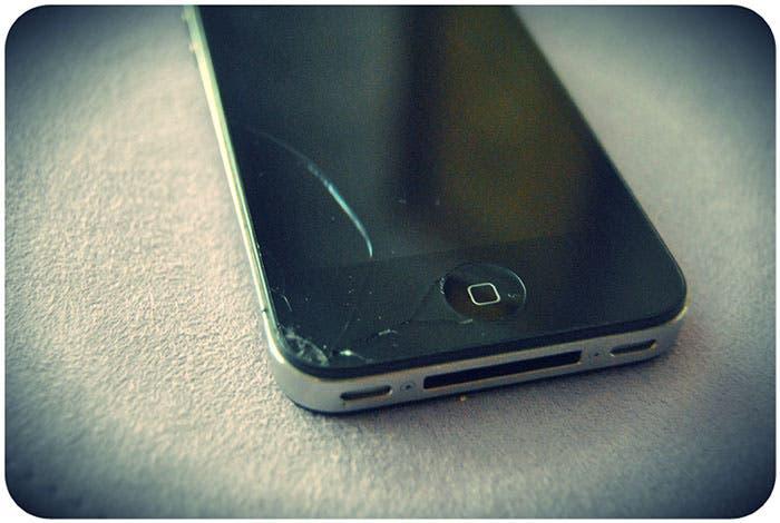 iPhone 4 con pantalla rota