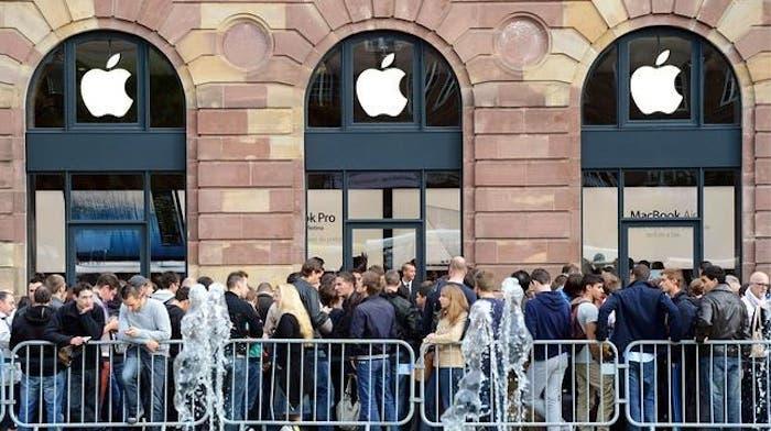 Cola en Apple Store para comprar el iPhone 5