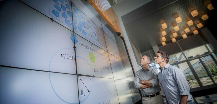 Miroslav Krstic y Scott Moura en la Universidad de California