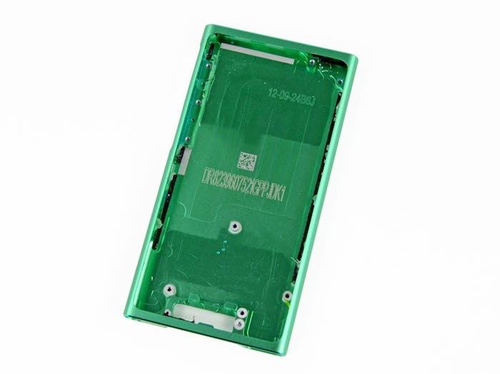 Desmontando el iPod nano 7G: Carcasa trasera
