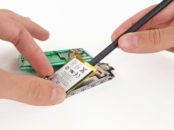 Desmontando el iPod nano 7G: Extracción de la batería