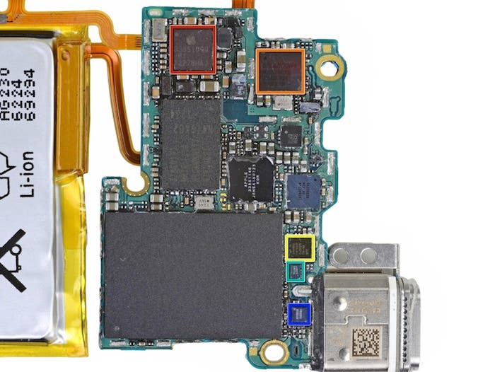 Desmontando el iPod nano 7G: Placa base frontal
