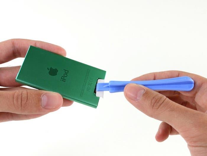 Desmontando el iPod nano 7G: Quitando la tapa trasera