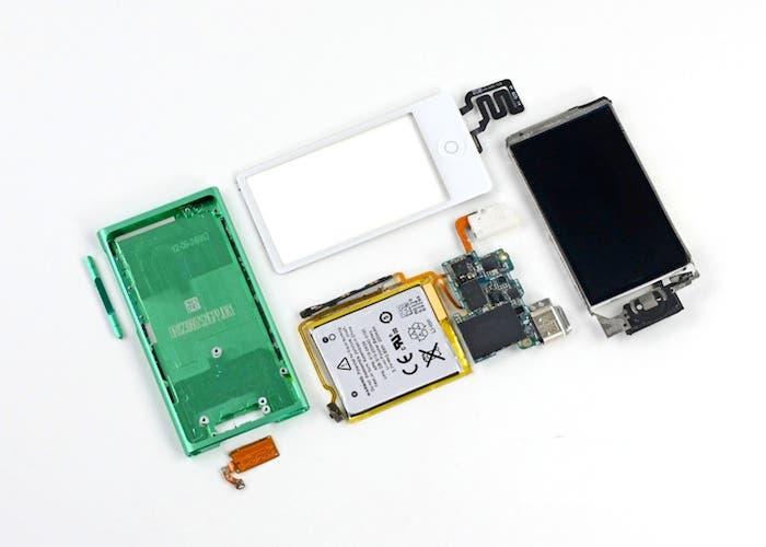 Piezas que componen el iPod nano 7G tras desmontarlo
