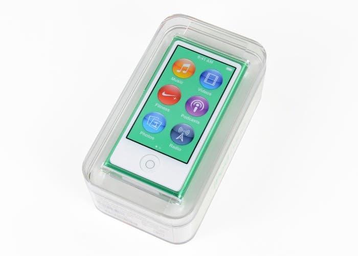 El nuevo iPod nano 7G en su estuche de presentación