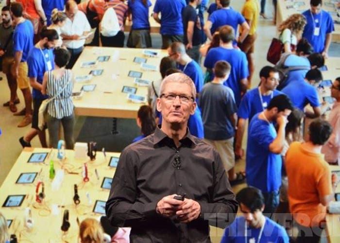 Tim Cook al frente de las Apple Store