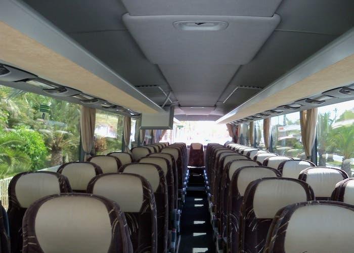 Foto de los asientos de un autobús