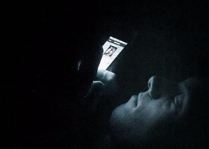 Usando el iPhone en la cama