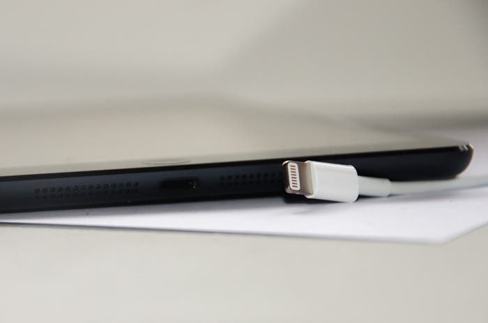 El cable Lightning que viene de serie con el iPad mini