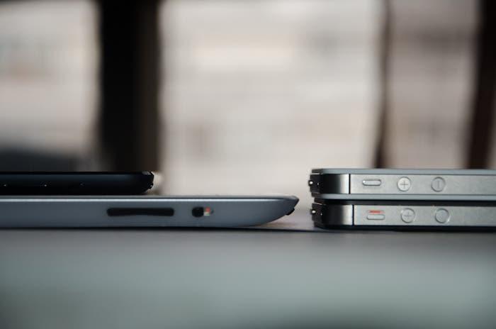 Comparativa de grosor del iPad Retina, el iPad mini y el iPhone 4S