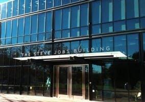 Edificio de Pixar con nombre de Steve Jobs