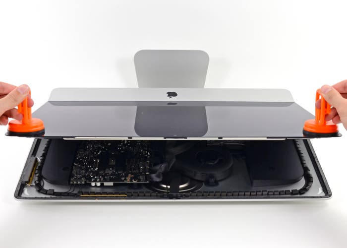 Nuevo iMac desmontando la pantalla