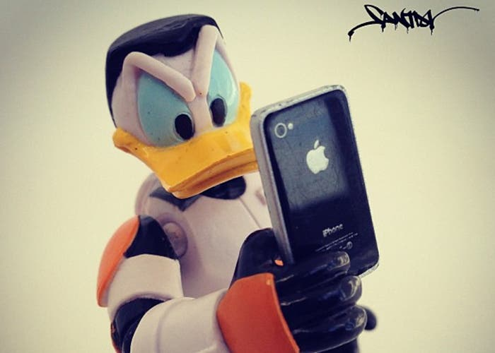 Donald con un iPhone