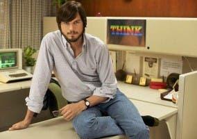 Ashton Kutcher representando a Steve Jobs