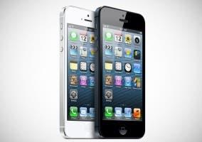 Modelos blanco y negro del último iPhone de Apple.
