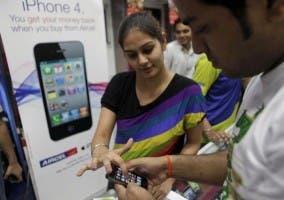 Vendedora de iPhone 4 en India