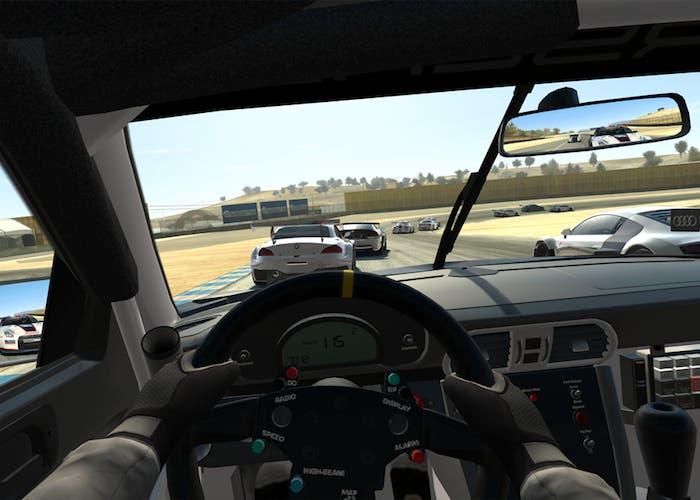 Jugando a Real Racing 3