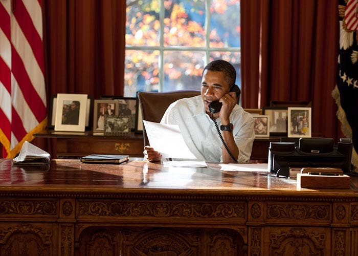 Obama con un iPad en su despacho