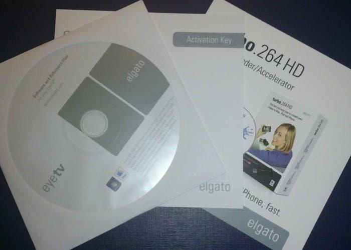 Manuales, CD y tarjeta de registro