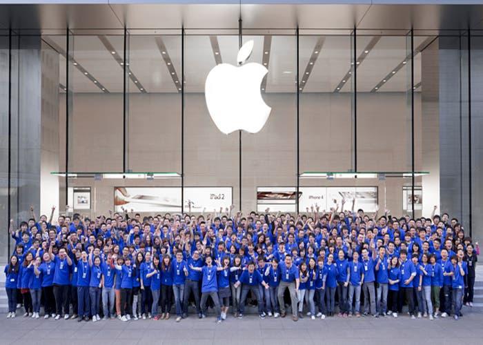 Foto de trabajadores de Apple en grupo