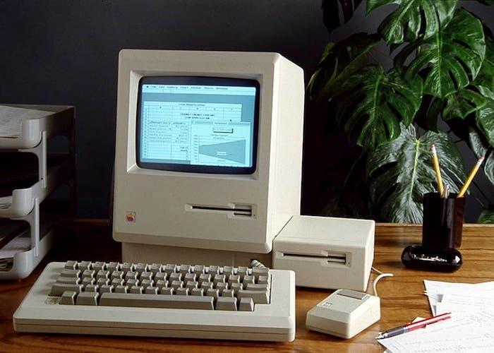 Foto publicitaria de Excel 1.0 para Macintosh