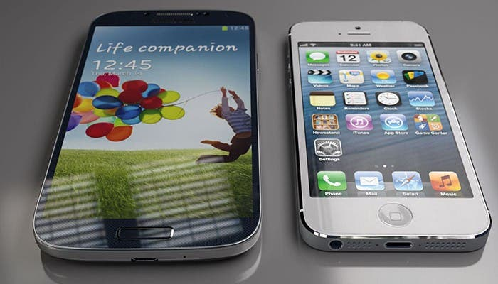 Foto del Samsung Galaxy S4 y iPhone 5