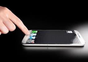 iPhone con botón Home de zafiro