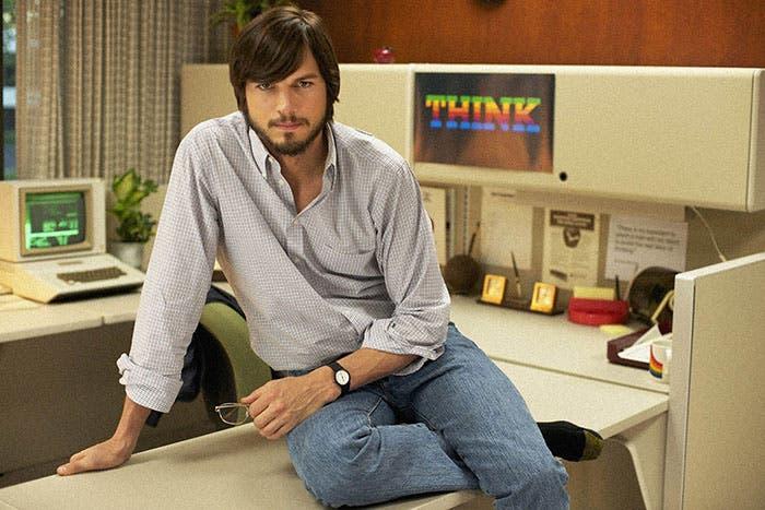 Ashton Kutcher en el papel de Steve Jobs