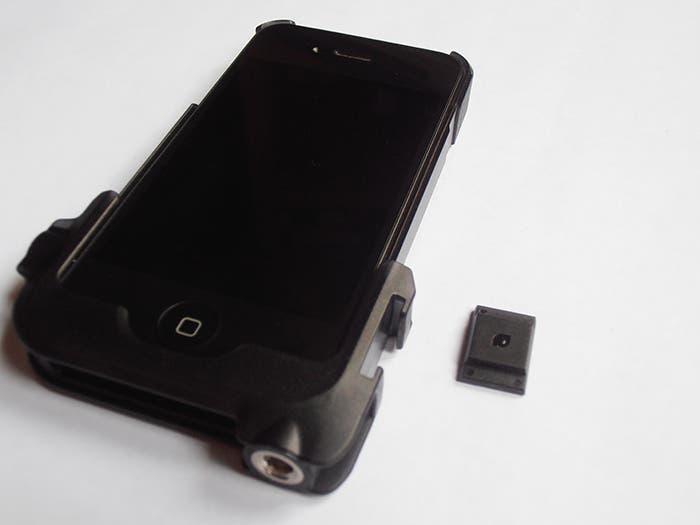 Funda con el adaptador para poner el teléfono en un trípode