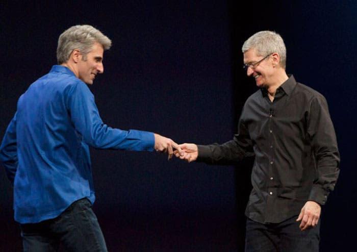 Tim Cook y Craig Federighi, durante la WWDC 2013