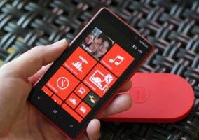 Nokia Lumia 820 en rojo