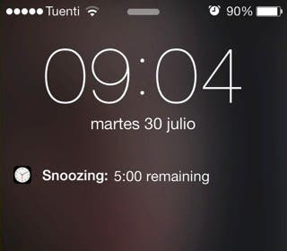 Nuevo detalle de iOS 7 con visualización alarma en pantalla de bloqueo
