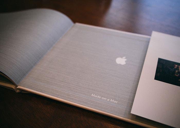 Logotipo de libro hecho en Mac