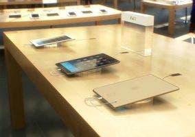 iPad de quinta generación dorado en la Apple Store