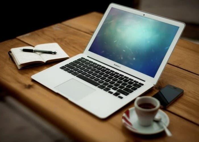 MacBook Air con uno de los citados fondo de pantalla