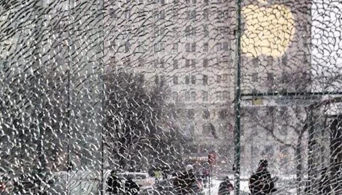 Se rompe un cristal de la Apple Store de la Quinta Avenida