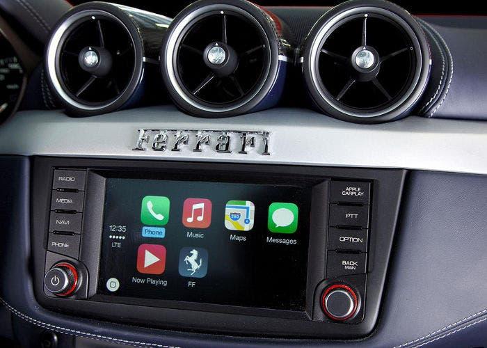 Vemos el funcionamiento de CarPlay en un Ferrari FF
