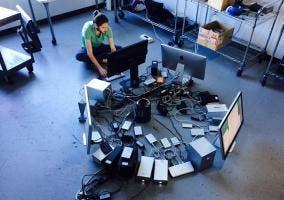 Mac Pro conectado a 36 discos duros externos
