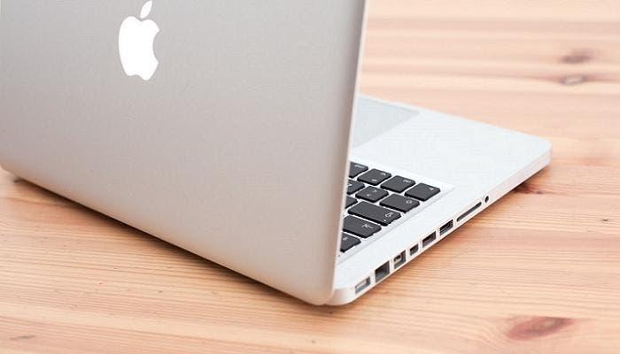 Vista trasera de un MacBook Pro