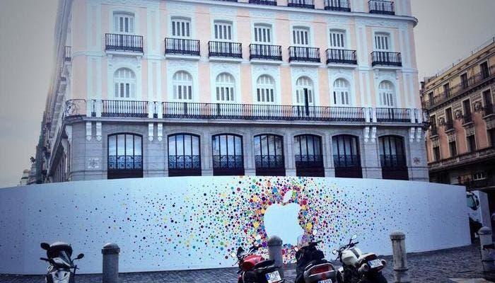 Anuncio de la Apple Store Puerta del Sol