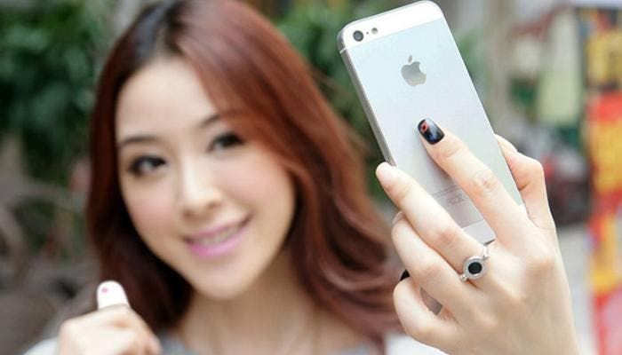 Mujer haciéndose un selfie