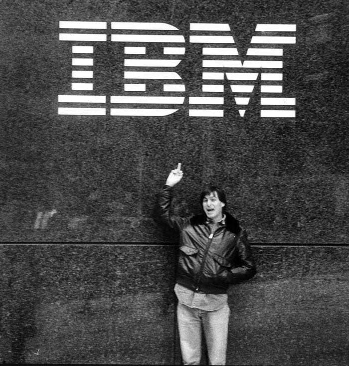 Steve Jobs mofándose de IBM