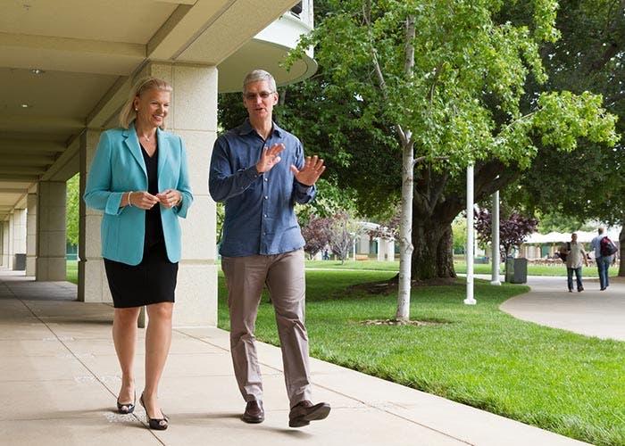 Paseo entre Tim Cook y la CEO de IBM